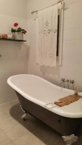 forbes strett bathroom
